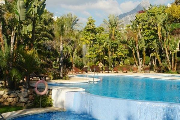 3 Sovrum3, Badrum Radhus Till Salu i Lomas del Rey, Marbella Golden Mile