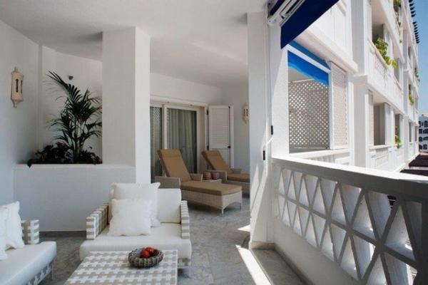 3 Sovrum3, Badrum Lägenhet Till Salu i Las Gaviotas, Puerto Banus, Marbella