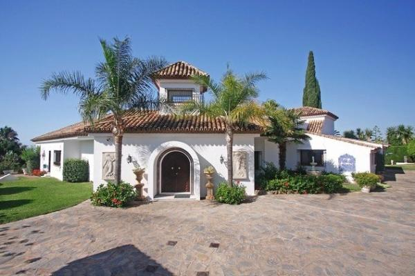 6 Sovrum6, Badrum Villa Till Salu i El Paraiso, Estepona