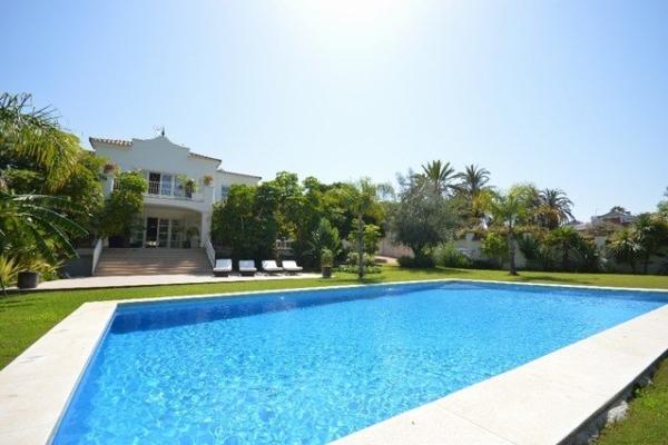 3 Sovrum3, Badrum Villa Till Salu i Nueva Andalucia, Marbella