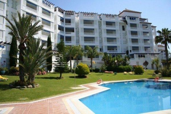 2 Sovrum2, Badrum Lägenhet Till Salu i Playas del Duque, Puerto Banus, Marbella