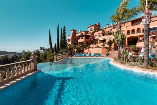 3 Sovrum, 3 Badrum Takvåning Till Salu i Les Belvederes, Marbella