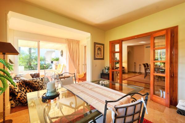 3 Sovrum, 3 Badrum Lägenhet Till Salu i Lomas de la Quinta, Benahavis