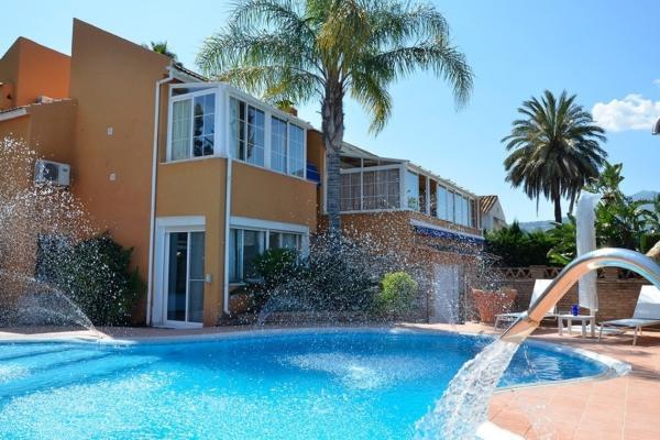 4 Sovrum, 4 Badrum Villa Till Salu i Las Brisas Golf, Nueva Andalucia, Marbella