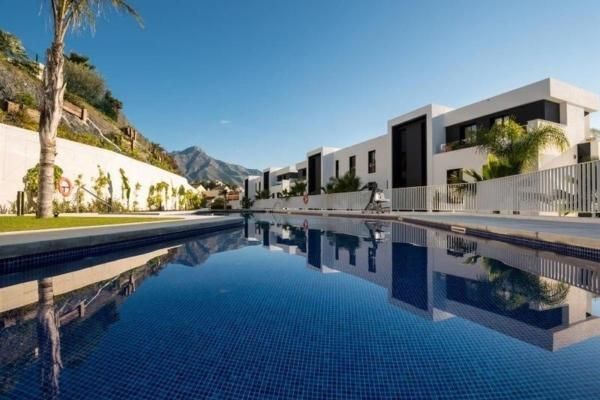Apartment in Azahar de Marbella Nueva Andalucia, Marbella