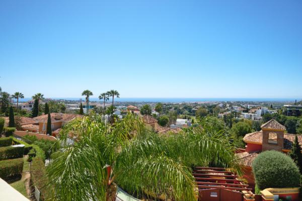 3 Sovrum2, Badrum Radhus Till Salu i La Quinta Hills, Benahavis