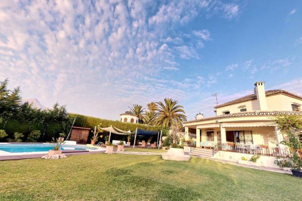 5 Sovrum3, Badrum Villa Till Salu i Los Naranjos de Marbella, Nueva Andalucia, Marbella